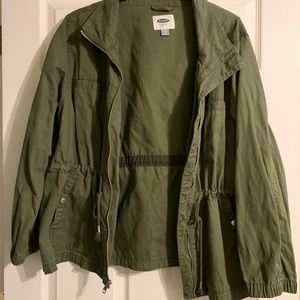 Cute army green utility jacket! Perfect for fall